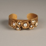 Jonna-Golldie_Bronze_Bracelet_with_7_Pearls-72